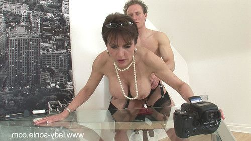 Beautiful milf lady sonia bangs her own photographer