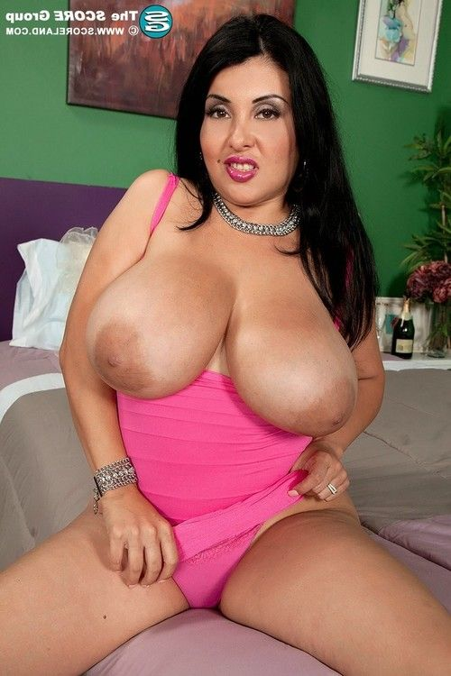 Latin hottie milf jaylene rio playing with her largest wobblers