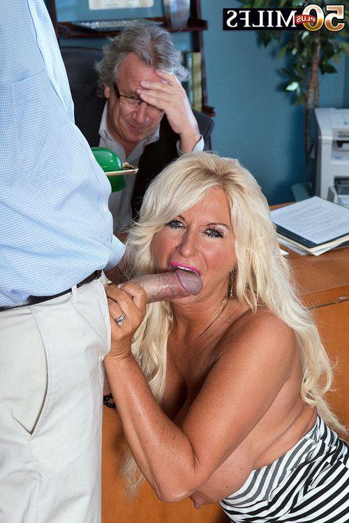 Calm wife penetrated in cuckold deed