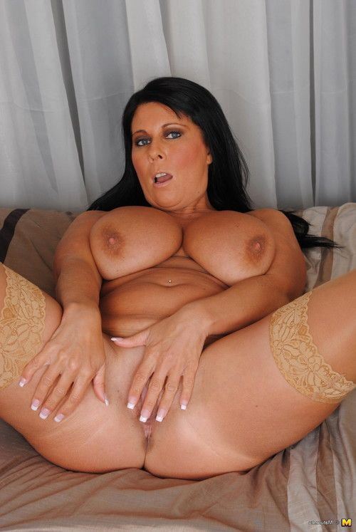 Complete body milf with ravishing meatballs