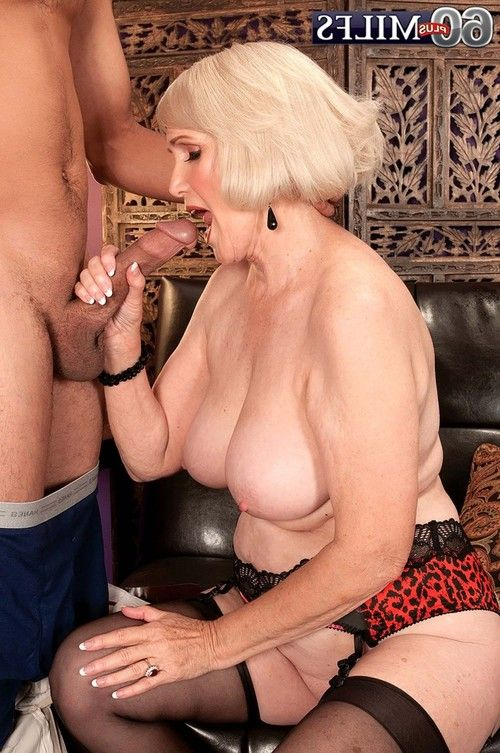 Rounded mature lola lee having firm wand to fuck