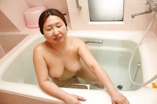 Overweight oriental elderly with saggy milk cans Miyoko Nagase lovely shower