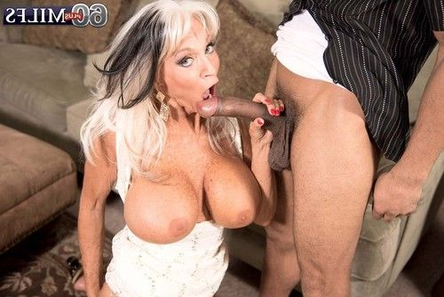 Naughty 60milf sally dangelo thrust large tough bar
