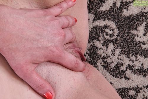 Stocking  mellow lady Lynn Miller baring gigantic zeppelins and swell cum-hole