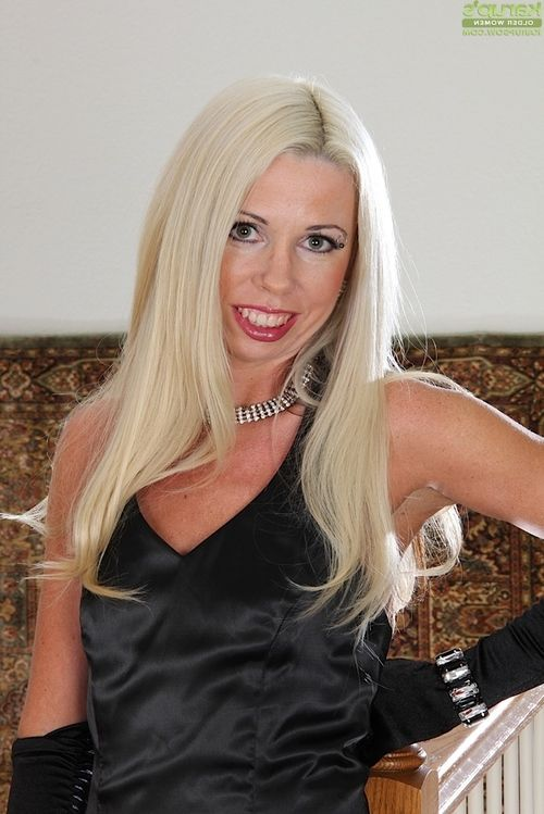 Elderly blond in  and high heels flashing upskirt waste and shorts
