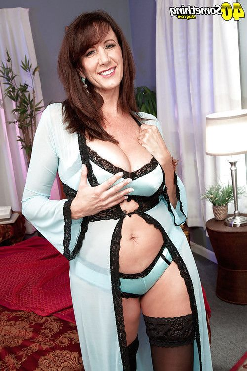 Nylon clothes calm dark hair Cassie Cougar freeing splendid front bumpers from sexy pants