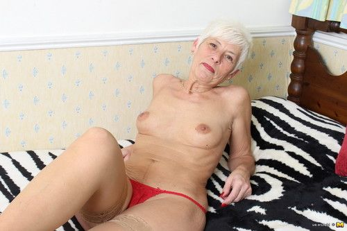 Nasty british seasoned lady getting slutty