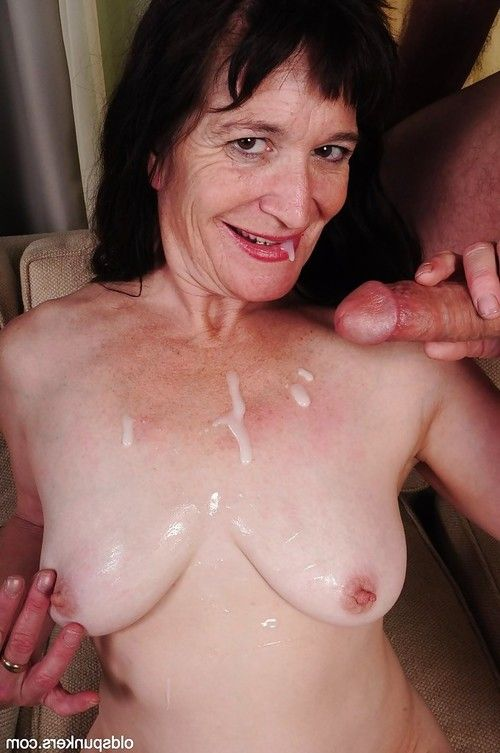 Dark hair grown up Anna does the unsurpassed facefucking to her younger devotee