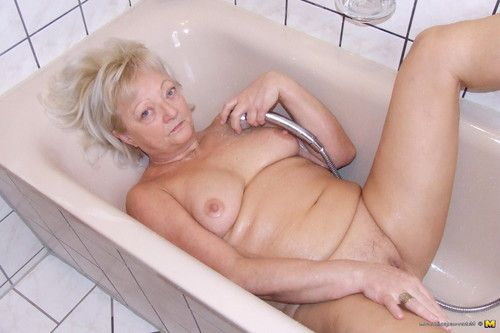 Blond housewife killing a decadent washroom