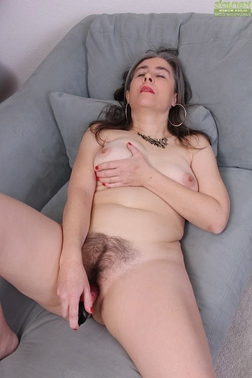 Grey haired full-grown Lexy Lou toying curly muff whilst wanking