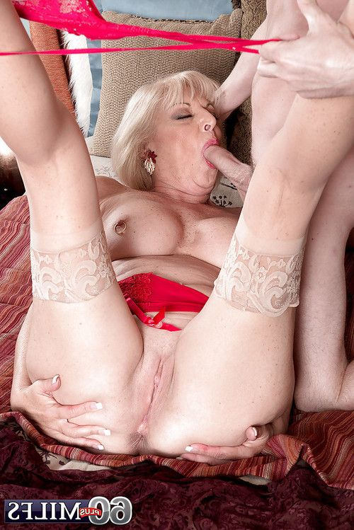 Buxom fairy established Scarlet Andrews delicious spunk flow later on egg licking bj