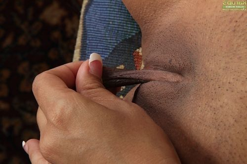 Spicy brown hair Susie Jhonson caresses her moist hairless wet crack on live camera