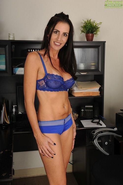 High heel wearing grown brunette hair Katrina Infatuation exposing large melons and butt