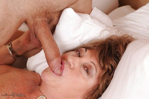 Dirty ripened obtains her hirsute gentile cocked up and takes spunk flow in her jaw