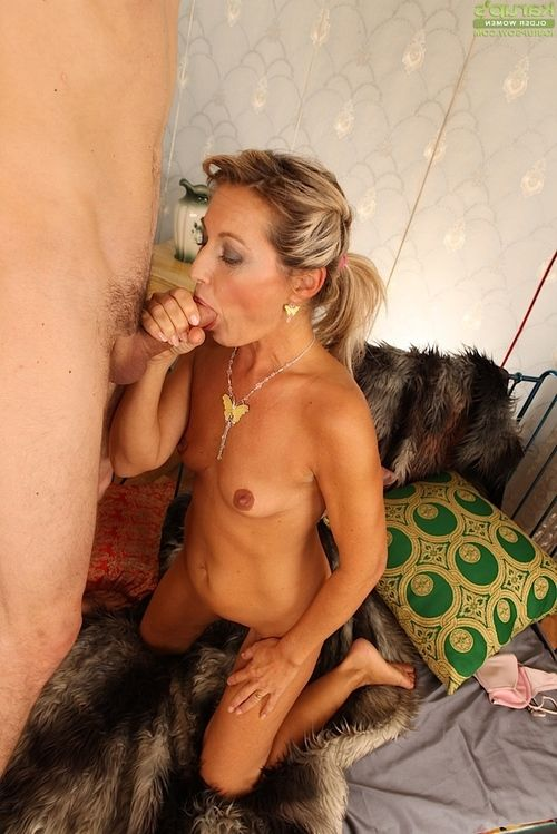 Sexually aroused grown lady acquires her trimmed fur pie dug for cock juice in her jaw