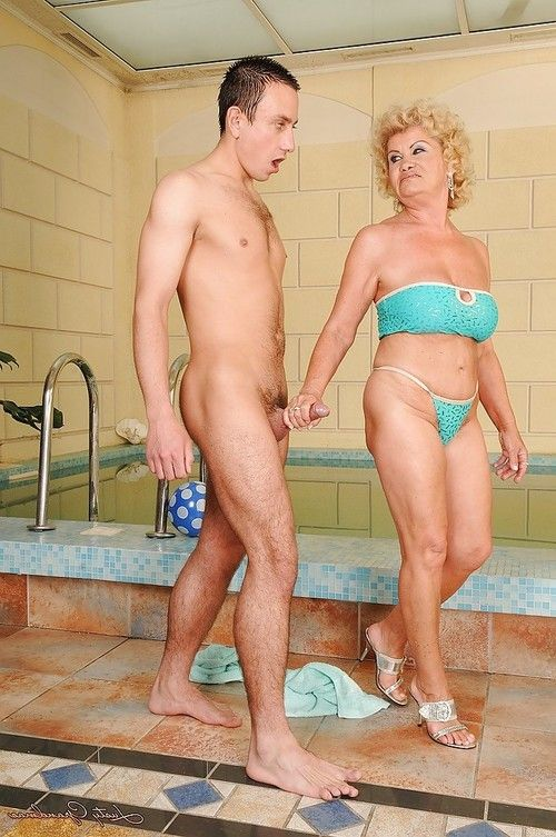 Grown up wench with biggest milk sacks attains with no the pool for a clammy very
