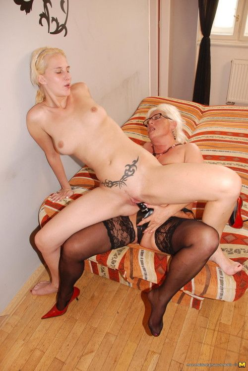 Calm lezzie ariane fond of licking clammy amateur sabriena