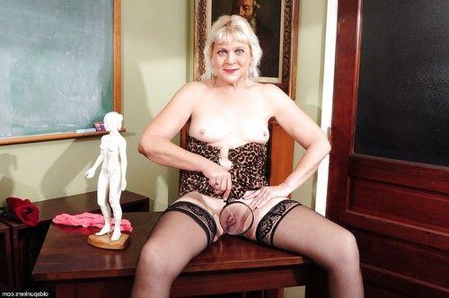Sweet aged Sindy masturbates in her ebony  in close up