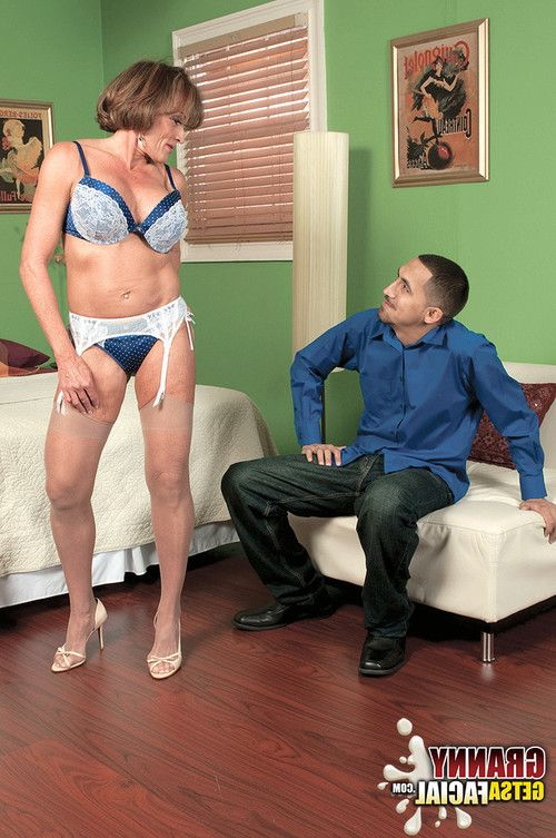 Seasoned floozy riley wayne being attracted by a adolescent stud