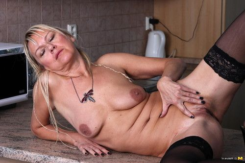 Untraditional minx playing with her saggies
