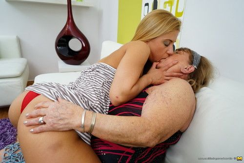 Sticky and steamy old and amateur lesbos make out