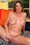 Curvy seasoned lady jacking off