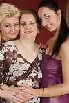Full-grown old and amateur woman-on-woman pary