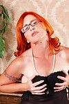 Red ripe doxy getting her groove on